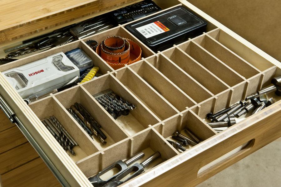 Mueble de organizaci n en bamb for Casas de madera para guardar herramientas