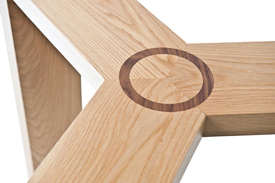 Mesas de cristal con base de roble y nogal for Bases para mesas de cristal