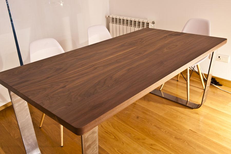 Mesa de nogal macizo con patas acero - Tableros de madera maciza para mesas ...