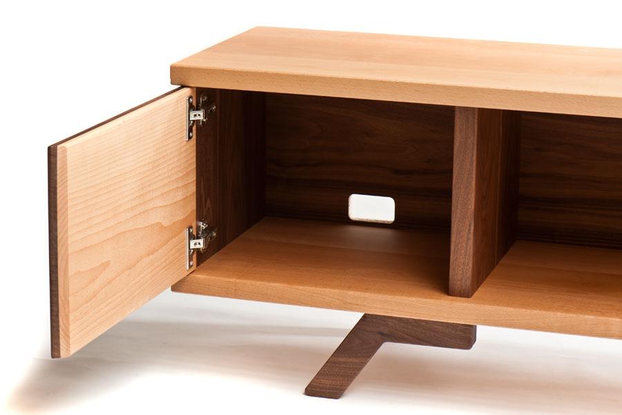 mueble bajo para tv de haya y nogal macizos