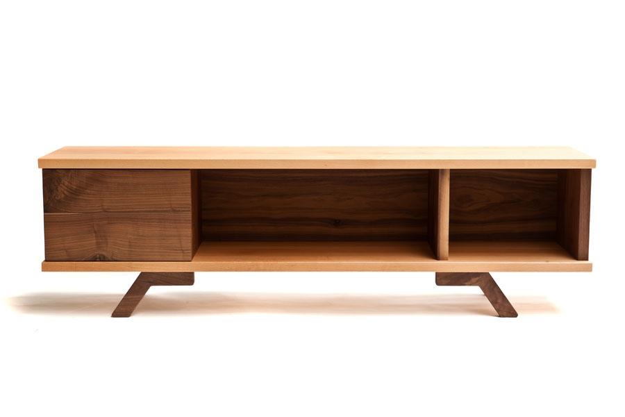 Mueble bajo para tv de haya y nogal macizos - Muebles de nogal ...