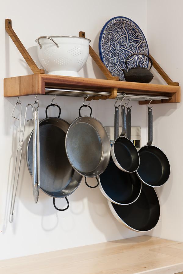Balda para sartenes y utensilios for Colgador utensilios de cocina