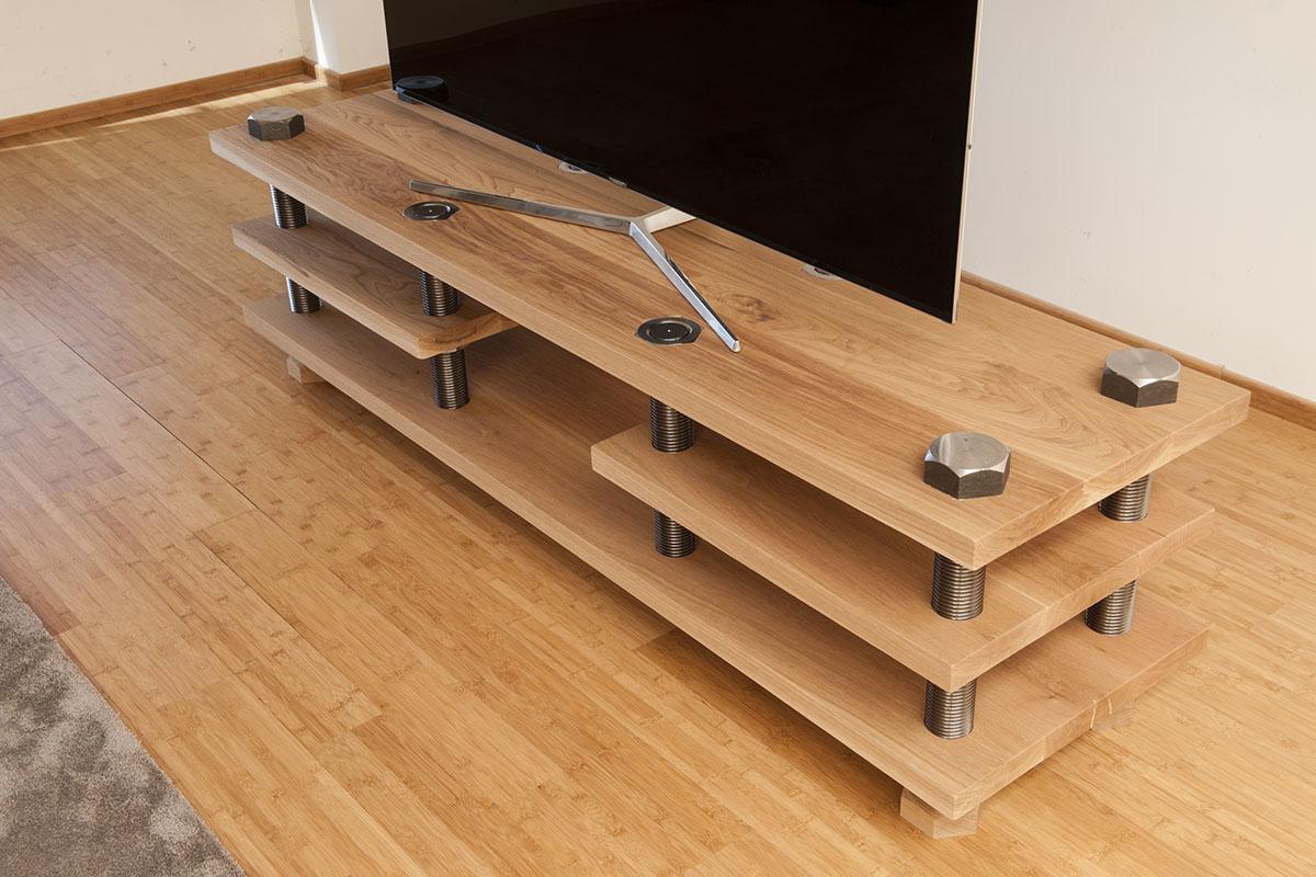 Arte en madera, tablas de cortar, madera maciza, muebles diferentes.
